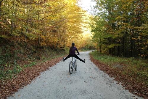 Dziewczyna na rowerze.